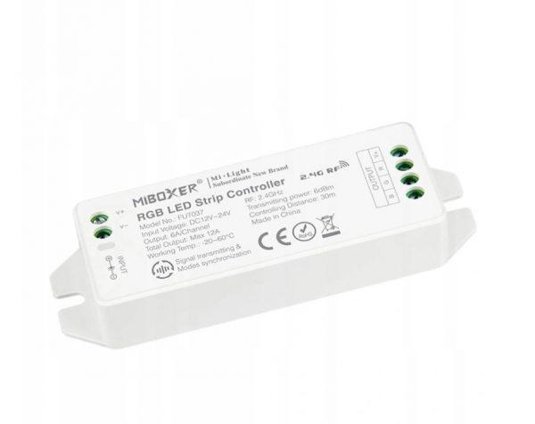 Mi-Light RGBW pastiprinātājs, plastmasas korpuss, RGB, RGBW, CCT vadības signāla sadalītājs; maks 15A, 1 kanāls maks. 6A